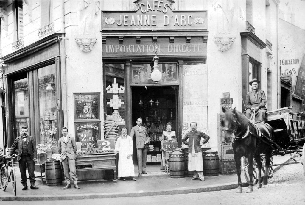 Ancienne photographie de la façade des cafés Jeanne d'Arc à Orléans